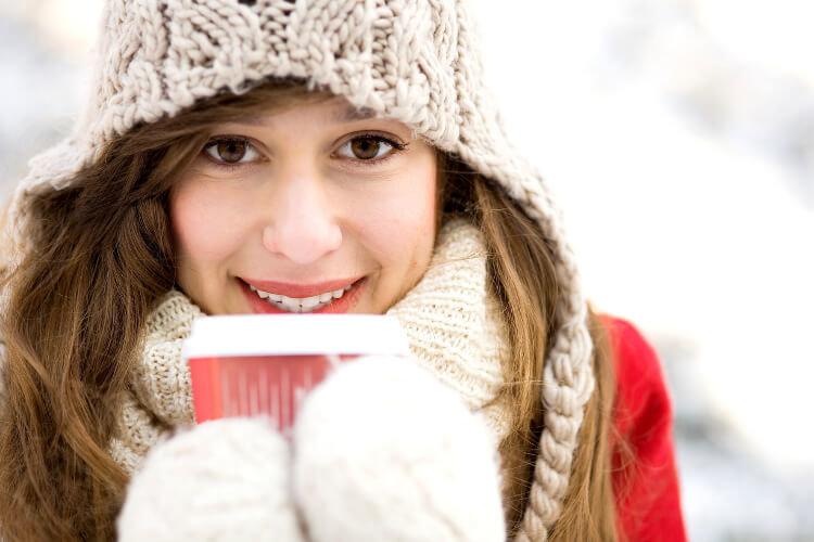 Горячий кофе зимнею порой