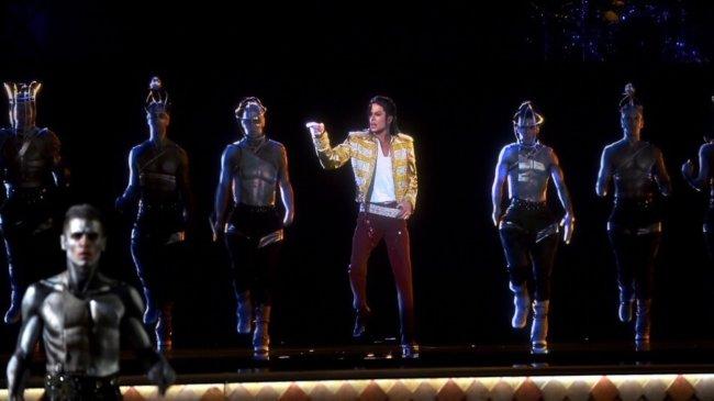Майкл Джексон выступил перед зрителями в виде голограммы