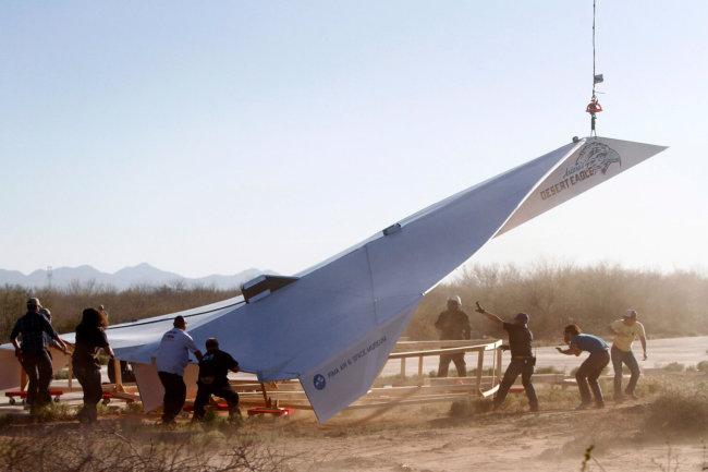 Самый большой бумажный самолет в мире