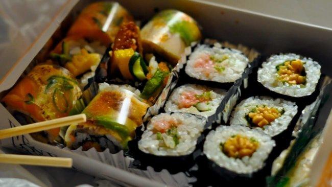 Суши с водорослями нори