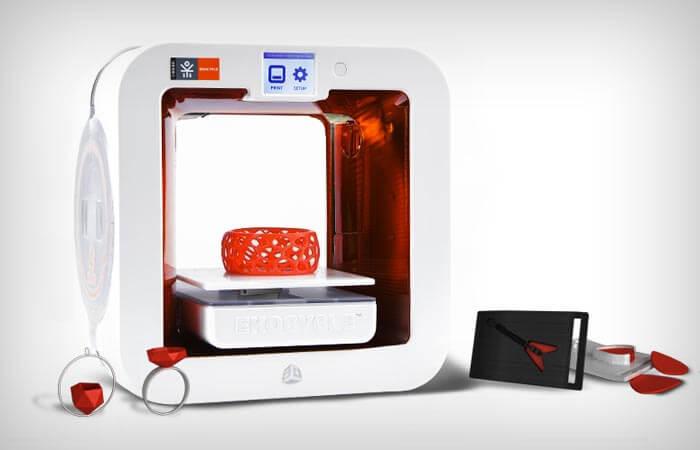Принтер Ekocycle Cube печатает материалом из пластиковых бутылок