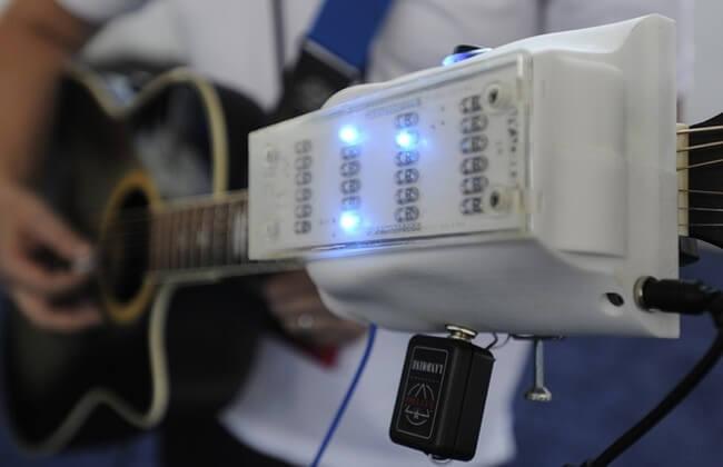 RoboTar – робот, который позволит вам играть на гитаре не зная аккордов