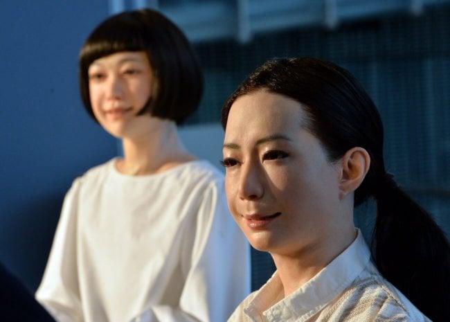 Человекоподобные роботы Otonaroid и Kodomoroid