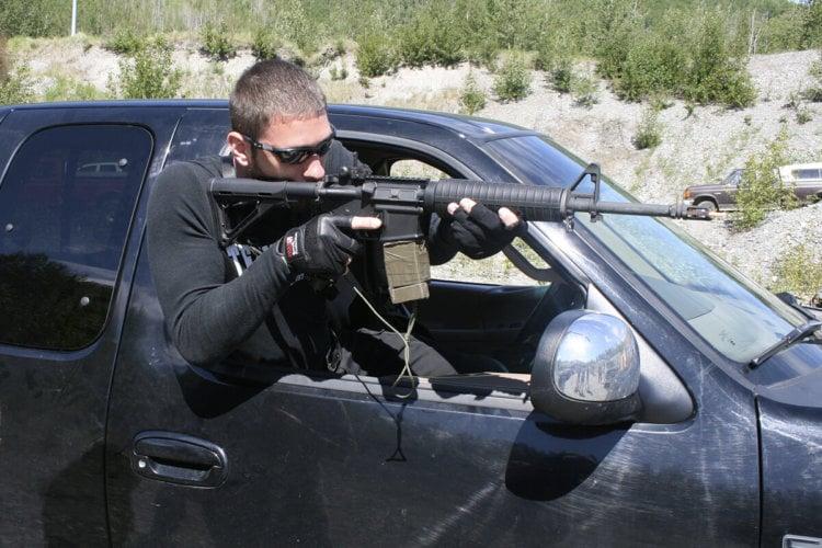 Стрельба из автомобиля