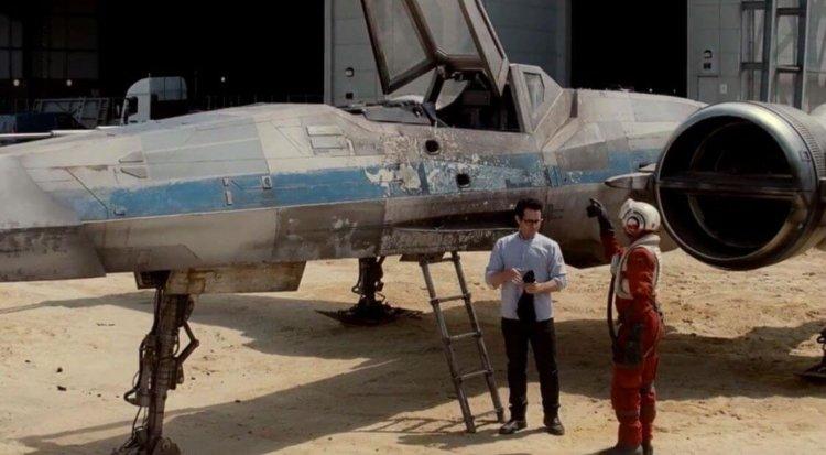 Джей Джей Абрамс показал фанатам первый летательный аппарат из новых Звёздных Войн