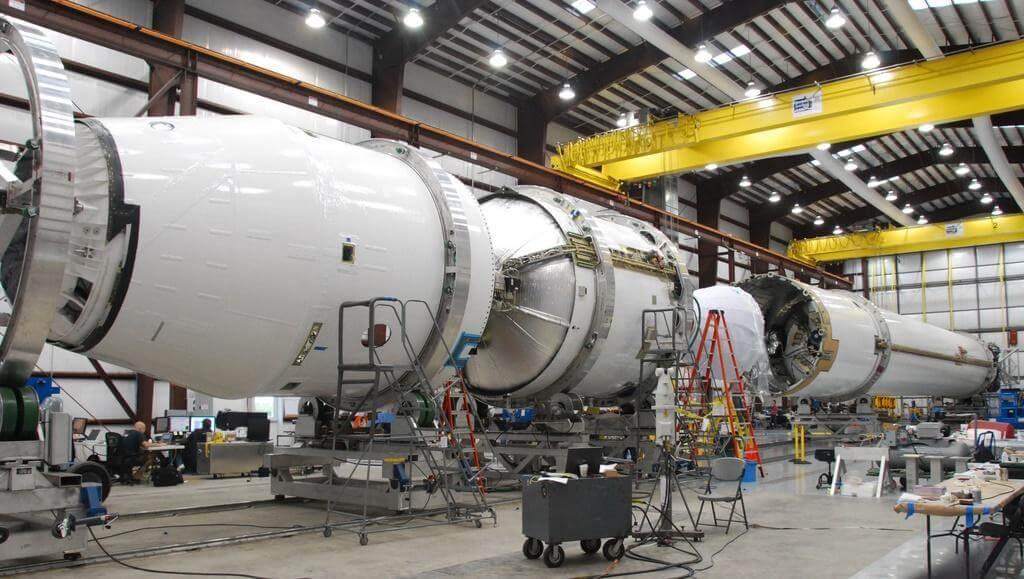 Взрыв ракеты компании SpaceX (3 фото)