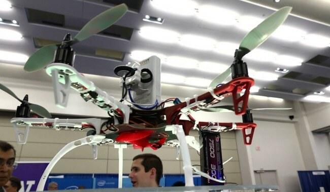 Летательный дрон с антенной Wi-Fi