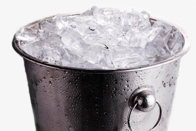 В рамках кампании Ice Bucket Challenge химик облил себя жидким азотом