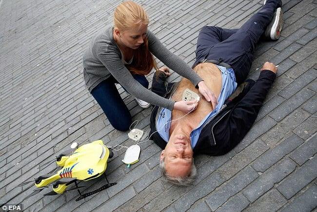 Студент из Голландии создал много функциональный дрон скорой помощи