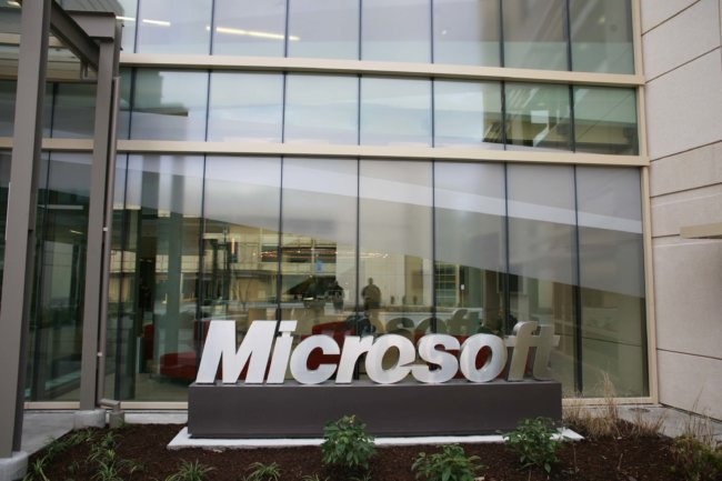 Microsoft показала гибкие экран для планшета