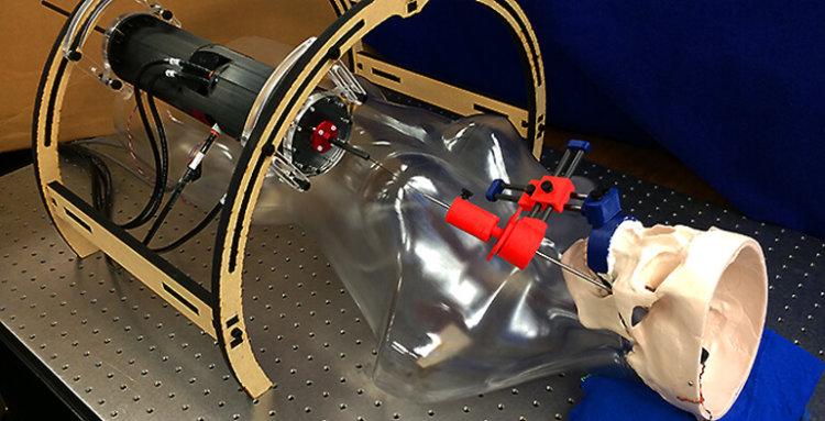 Робот проводит операции на мозге