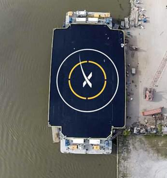 Новинки от SpaceX: космодром на воде и ракетоноситель с плавниками