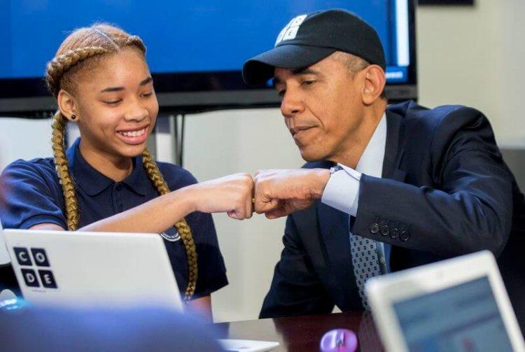 Барак Обама со школьницей
