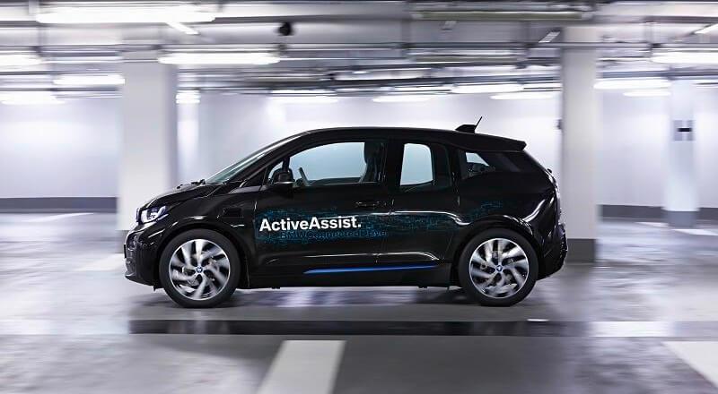 BMW покажет автомобили, которые можно парковать с помощью умных часов