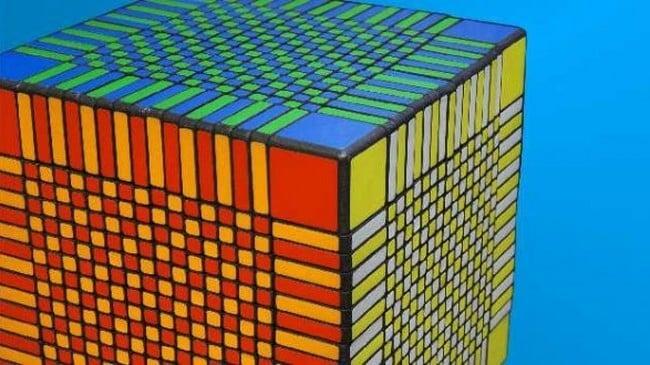 Самый большой в мире Кубик Рубика был собран за 7,5 часов