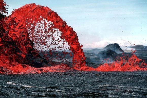 Фонтан лавы