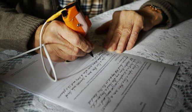 Arc - ручка, которая улучшает почерк больных Паркинсоном