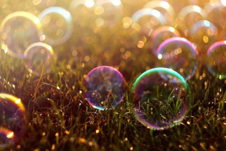 Китайский художник создаёт свои произведения из мыльных пузырей