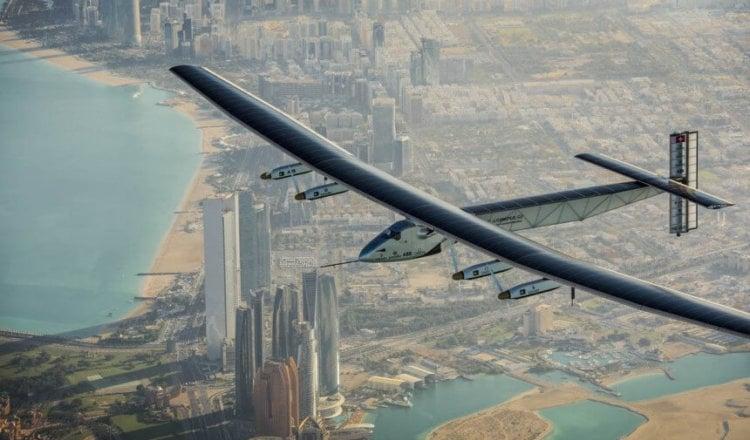 Самолёт на солнечных батареях отправился в кругосветное путешествие