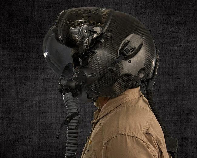 Шлем за 400 000 долларов позволит лётчикам видеть сквозь корпус самолёта