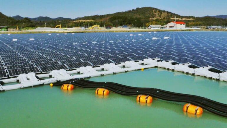 floating-solar-power-plant-0