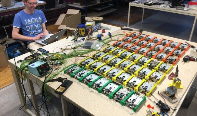 #видео | Немецкие подростки построили орган из 49 флоппи-дисководов