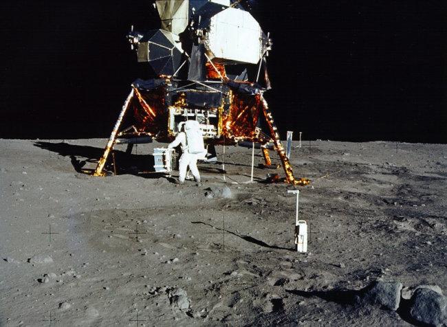 Apollo_11_1998_scan