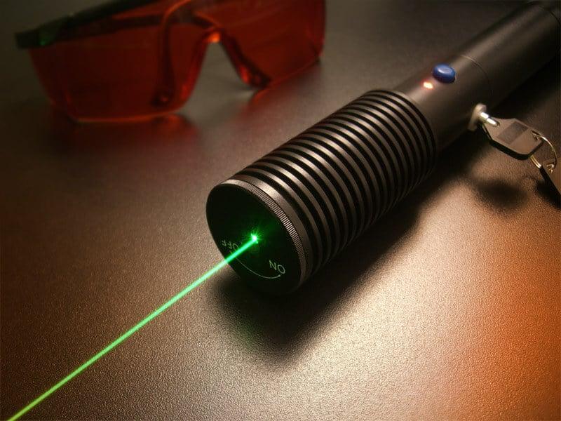 Япония разожгла самый мощный в мире лазер