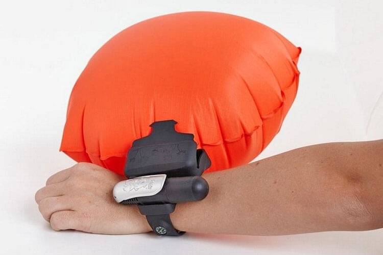 kingii-a-wristband-emergency-flotation-device-9656