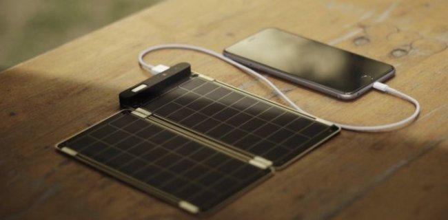 Компактная солнечная панель Solar Paper заряжает iPhone 6 за 2,5 часа