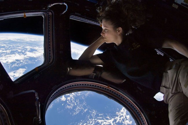 1024px-Tracy_Caldwell_Dyson_in_Cupola_ISS