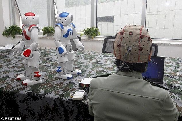 Управление роботом силой мысли