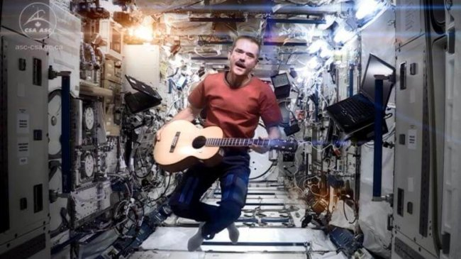 Musical-performance-at-space-station