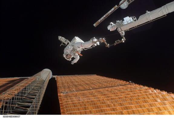 daring-repair-spacewalk-skylab