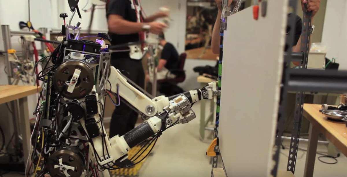 В MIT создают робота с человеческими рефлексами