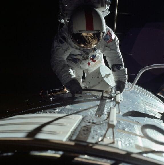 ron-evans-furthest-spacewalk-earth