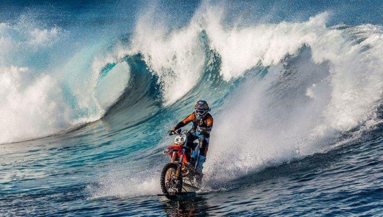 Сёрфинг на мотоцикле? Почему бы и нет!