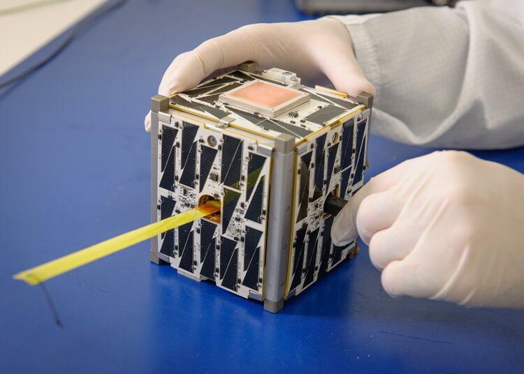 Компания Arx Pax, создавшая в прошлом году «ховерборд» Hendo, объявила о сотрудничестве с аэрокосмическим агентством NASA и начале работы над проектом создания технологии, которую мы не раз могли видеть только в фантастических фильмах о космосе. Речь идет о притягивающем луче.