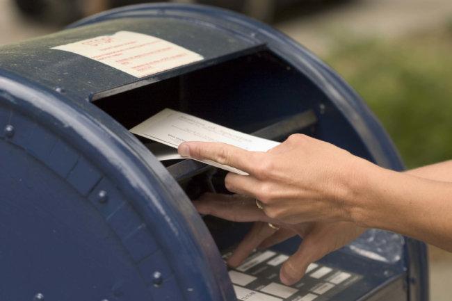 Картинки по запросу достает почту из ящика