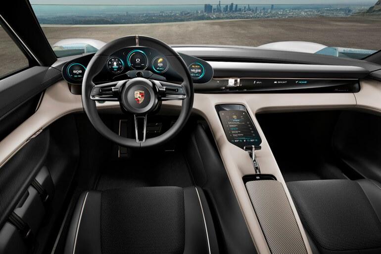 Porshe представила новый электрический суперкар, заряжающийся быстрее Tesla.