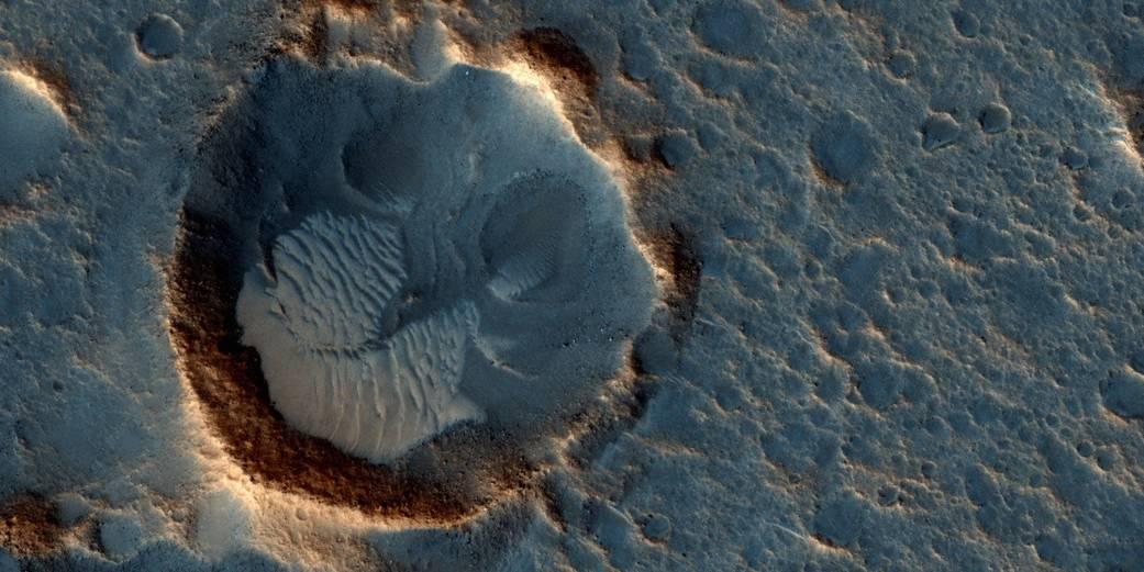 MIT: «Пилотируемая миссия на Марс может потребовать заправки на Луне»