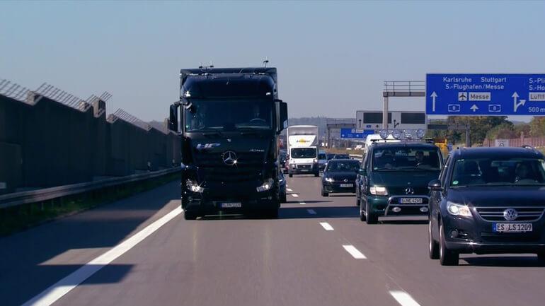 daimler-mercedez-truck-11