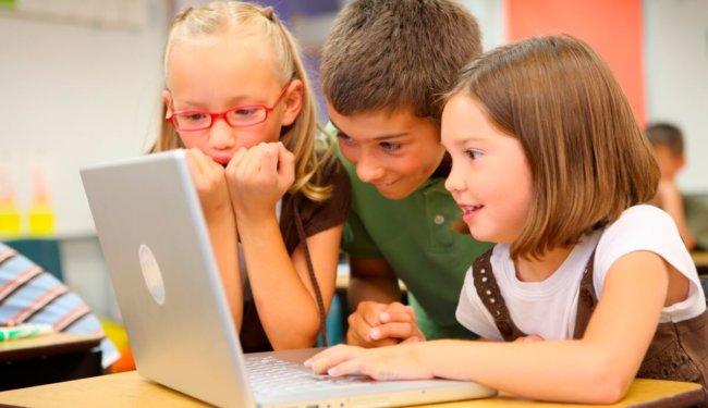 Microsoft учит детей программировать с помощью игры Minecraft