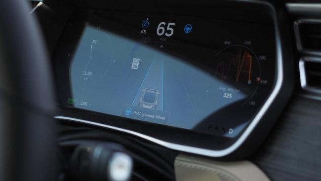 Tesla хочет сделать свои автомобили полностью автономными