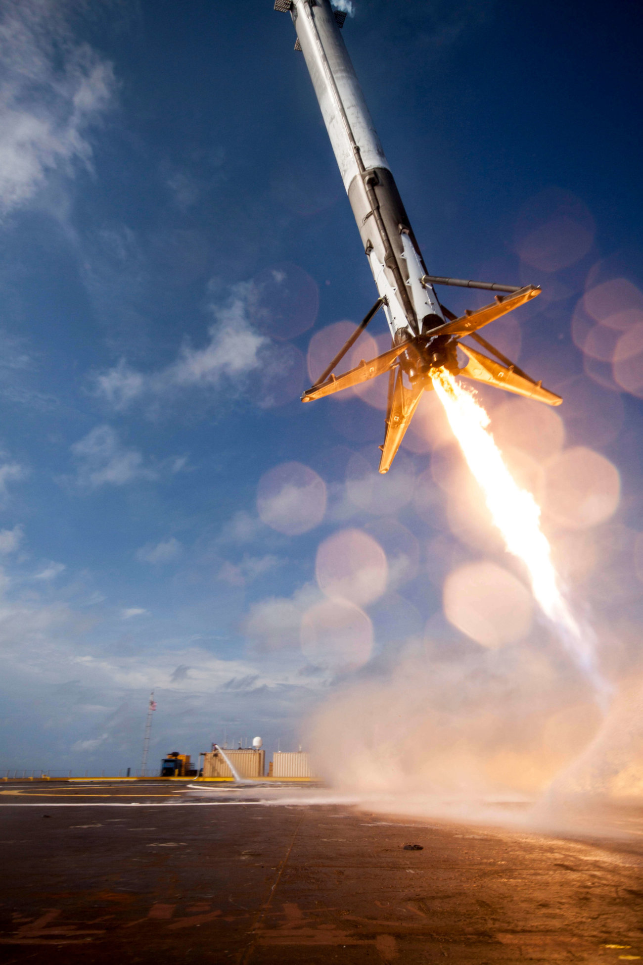 CRS-6_first_stage_booster_landing_attempt