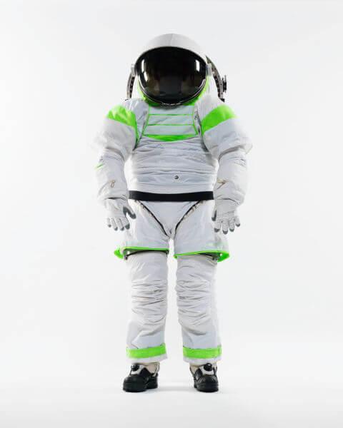 gallery-1448309418-z-1-spacesuit-prototype-standing-nov-2012