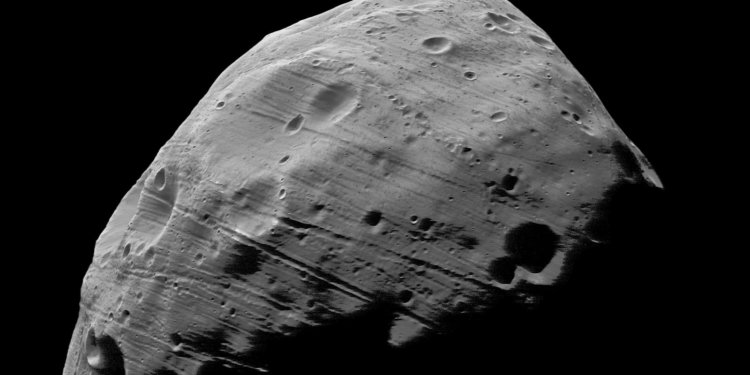 landscape-1447176846-closest-view-of-martian-moon-phobos-to-date-4400548493