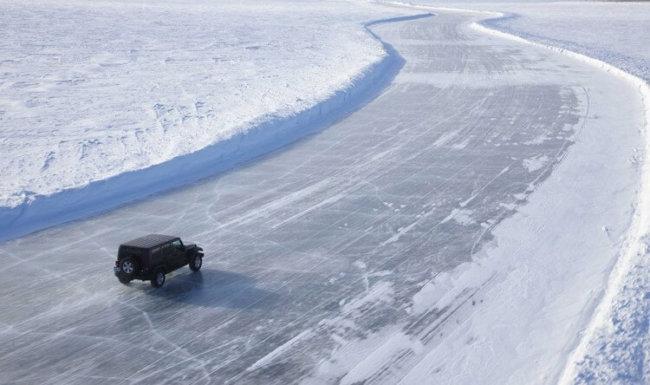 Учёные создали асфальт, защищённый от образования льда