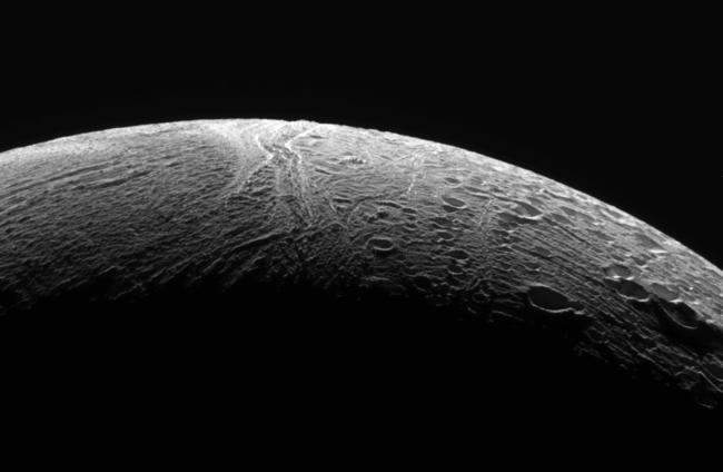 Аппарат «Кассини» передал последние фотографии Энцелада