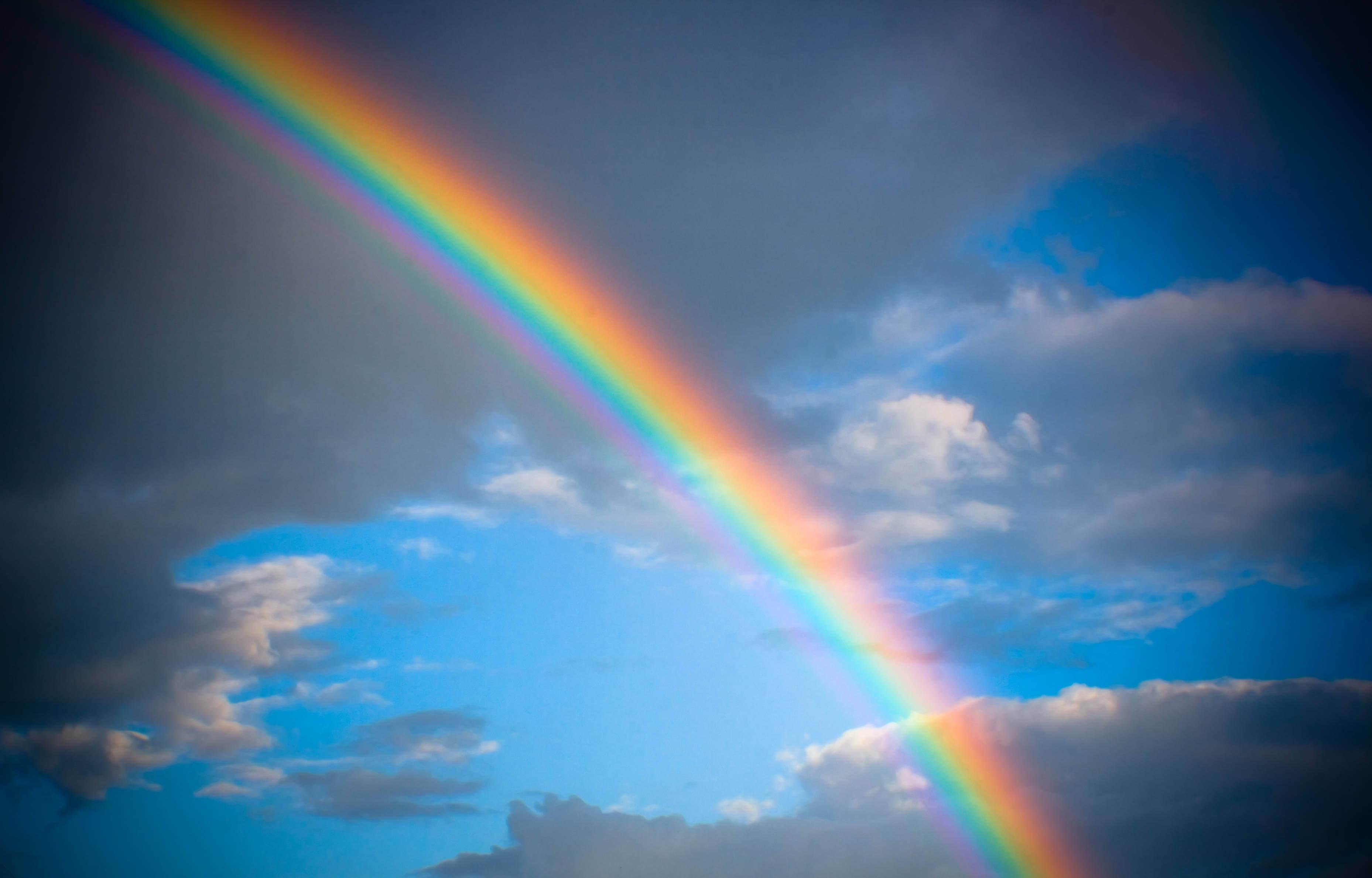 Как и свет, пространство-время может создавать радугу
